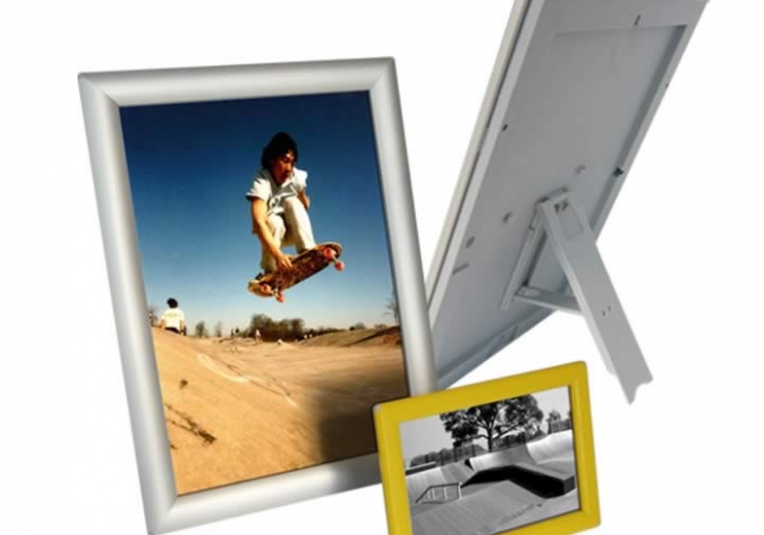 Snapframe with stand, 14 mm profile.